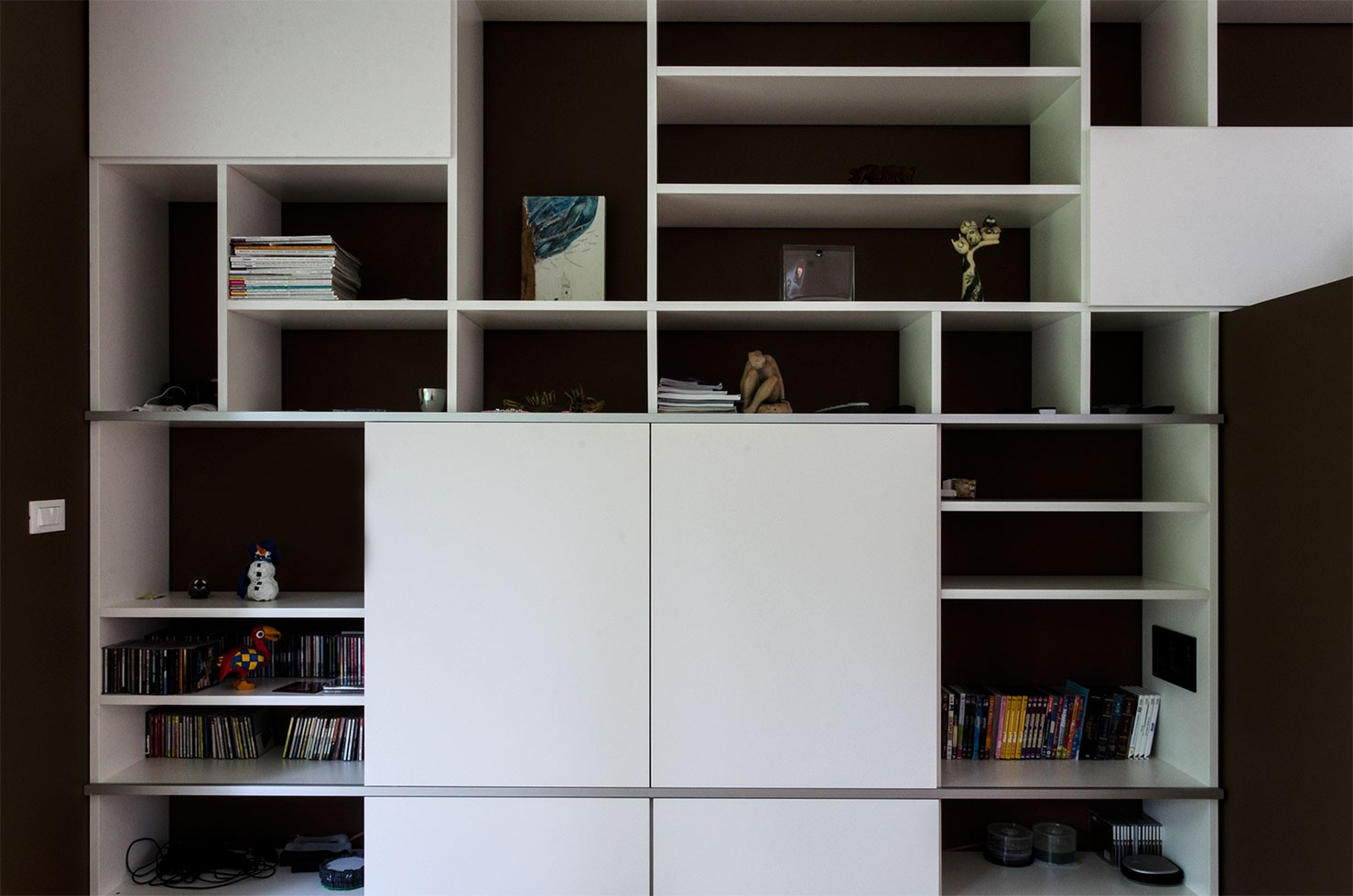 tv regal za dnevno sobo ambius pohi tvo. Black Bedroom Furniture Sets. Home Design Ideas