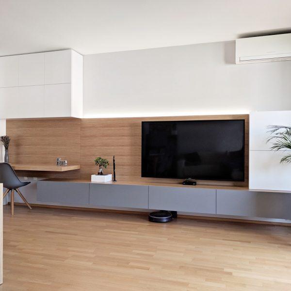 Furniran TV regal v dnevni sobi