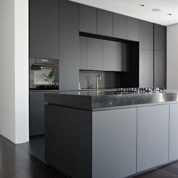 Kuhinja mat črni Fenix