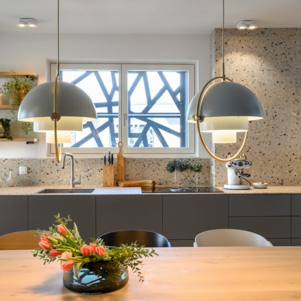 Kuhalna plošča Miele z napo - kuhinja po meri Ambius